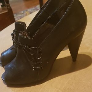 DKNY open to high heels Size